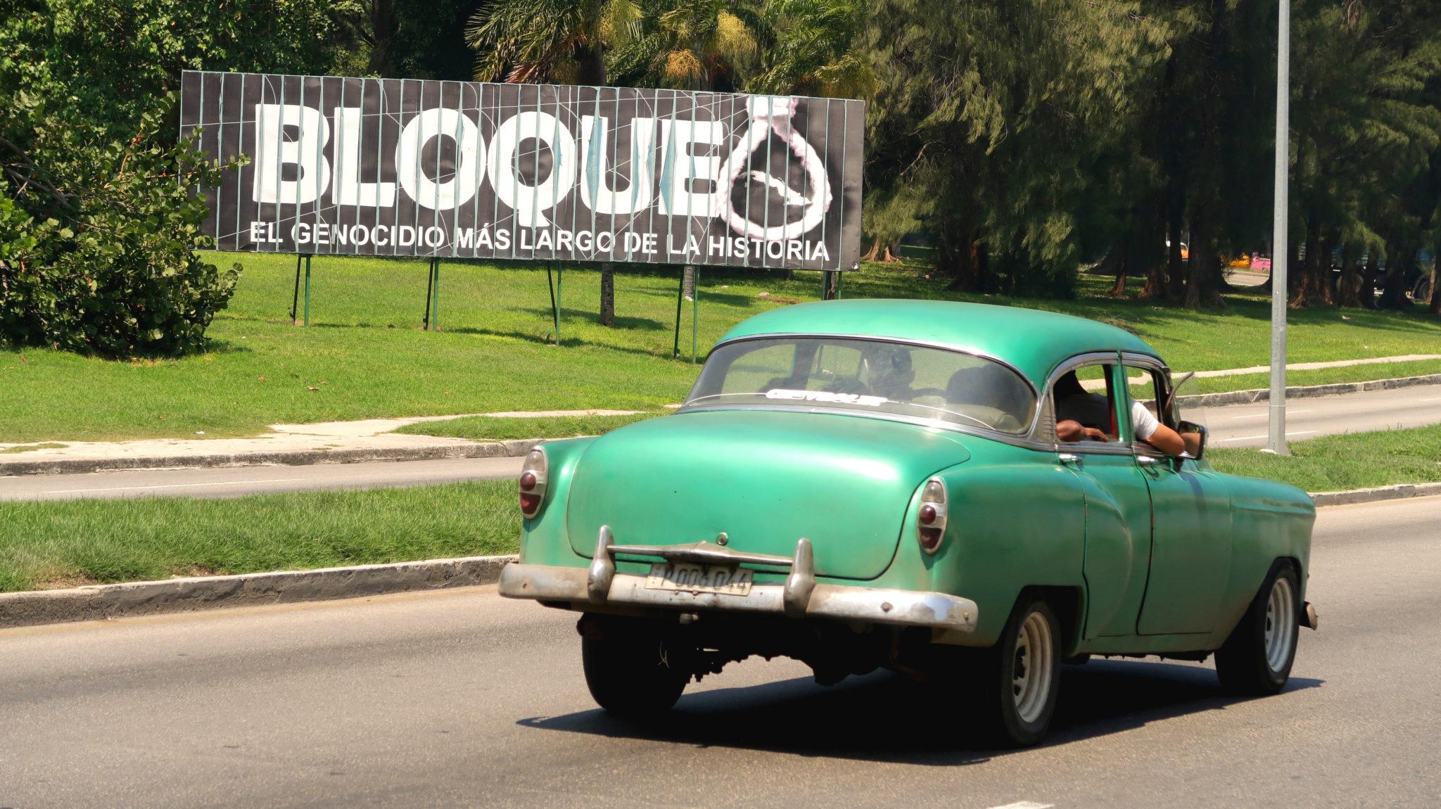 """""""Embargo, le génocide le plus long de l'Histoire"""". Un message récurrent dans les espaces publics à Cuba."""